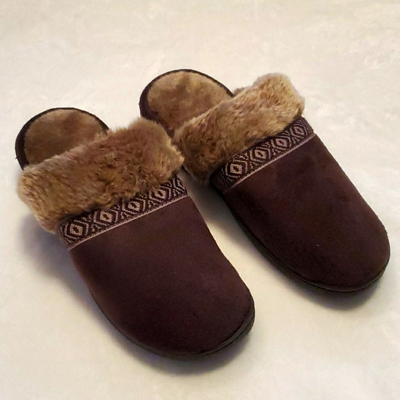 Brown isotoner womens slippers 7.5/8